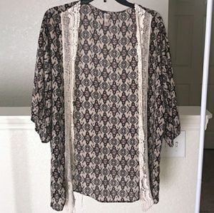 ❤ Sheer Xhilaration Patterned Kimono with Lace